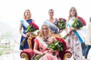 Die frisch gekürte Rosenkönigin Anna Lang strahlt auf ihrem Thron. Dahinter die Rosenprinzessinnen Victoria Villa, Rhea Tonazzi und Giulia Knecht (von links). (Bild: Roger Grütter (Weggis, 2. Juli 2017))