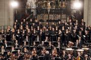 Historisches Ereignis: Ensemble Corund und Luzerner Sinfonieorchester vereint in der Hofkirche, Luzern. (Bild: Nadia Schärli (20. September 2016))