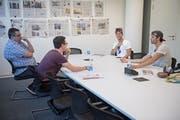 Mario Gyr und Simon Schürch beim Interview mit unseren Journalisten Andreas Ineichen und Jonas von Flüe (v. r.). (Bild: Neue LZ / Pius Amrein)