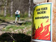 Der Kanton Luzern warnt vor Waldbrandgefahr (Archiv). (Bild: KEYSTONE/ARNO BALZARINI)