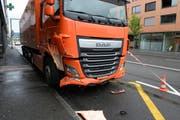 Der Lastwagen wurde nur leicht beschädigt. (Bild: Luzerner Polizei)