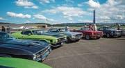 Ford Mustangs in Reih und Glied. Bisher fanden die Treffen des Mustang Club of Switzerland auf dem Flugplatz Birrfeld statt. Das sechste Treffen morgen Samstag wird erstmals auf dem Zuger Stierenmarktareal durchgeführt. (Bild: PD)
