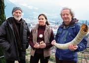 Sie stehen hinter der Kunstauktion: Alfons Bürgler, Priska Welti und Wendelin Gisler (von links). (Bild: Roger Bürgler)