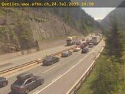 Stau vor dem Gotthard-Tunnel. (Bild: Webcam)