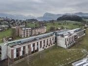 Luftaufnahme vom Kirchfeld, dem Haus für Betreuung und Pflege in Horw. (Bild: Pius Amrein (Horw, 19. Februar 2018))