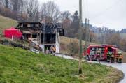 Die vermisste Person konnte von den Einsatzkräften nur noch tot geborgen werden. (Bild: Philipp Schmidli (Schachen, 11. Februar 2018))
