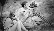 Jane Goodall mit ihrem späteren Mann, dem Dokumentarfilmer Hugo van Lawick. (Bild: Jane Goodall Institute)