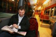 Dank dem Trans-Riviera-Express ist Pendler Reto Büschi 25 Minuten schneller an der Arbeit. (Bild Chris Iseli/Neue LZ)