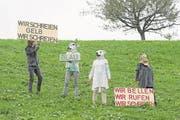 Fanny Futterknecht und ihre Gruppe auf freiem Feld in Giswil. (Bild: Lee Li   Photography (leeli.ch))