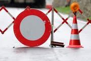 Die Strasse zwischen Stansstad und Kehrsiten bleibt nach einem Steinschlag gesperrt (Symbolbild). (Bild: Neue LZ)