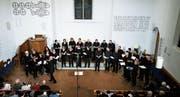 Der Chor Cantori contenti singt in der reformierten Kirche Baar. (Bild: Stefan Kaiser (3. November 2017))