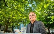 Am Tag nach der Wahl: Beat Züsli, der neue und erste Luzerner SP-Stadtpräsident, gestern beim Interviewtermin am Helvetiaplatz. (Bild Philipp Schmidli)