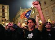 Während Separatisten in Barcelona die Unabhängigkeitserklärung feiern, leitet Madrid bereits erste Schritte ein. (Bild: Jon Nazca/Reuters (Barcelona, 27. Oktober 2017))