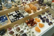 Steine zum Fühlen und Mineralien zum Staunen. (Bild: PD)