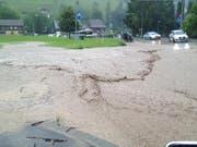 Hochwasser am 14. Juli 2014 in Kriens. (Bild: Leserreporter Elgahami Hager)