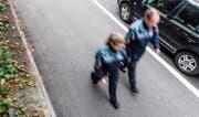 Zwei Polizeiassistenten der Luzerner Polizei auf Patrouille. (Bild: Roger Grütter (Luzern, 5. Oktober 2016))
