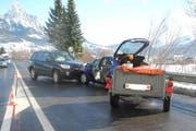 Die Unfallstelle auf der H8 in Seewen. (Bild: Kantonspolizei Schwyz)