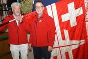 Der neue Fähnrich des Eidgenössischen Nationalturnverbandes Guido Rast (links) mit dem neuen Präsidenten Kurt Zemp (rechts). (Bild: PD)