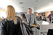 Paul Richli, Rektor der Universität Luzern, in der Mensa im Hauptgebäude an der Frohburgstrasse in Luzern. Wenn die Wirtschaftsfakultät 2016 eröffnet, dürfte es hier noch enger werden. (Bild Nadia Schärli)