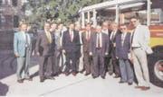 Der Luzerner Gründungsvorstand mit Christoph Blocher (Fünfter von rechts) an der Delegiertenversammlung in Schaffhausen. (Bild: Archiv SVP Luzern)