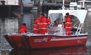Das Ölwehrboot «Blitz» der Feuerwehr Stadt Luzern im Einsatz. (Bild Feuerwehr Stadt Luzern)