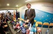 Ex-Katalanenchef Carles Puigdemont bei einer Pressekonferenz in Brüssel. (Bild: Olivier Hoslet/EPA (31. Oktober 2017))