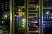 Rechenpower statt meterlange Gesetzessammlungen: Rechtsabteilungen von Finanzinstituten setzen zunehmend auf Computerprogramme. (Bild: Gaetan Bally/Keystone)