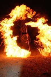 Flammenkünstler Andreas Lanzendörfer hat den Burning Man in Flammen gesetzt. (Bild: Stefan Bossart)