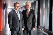 CEO Bruno Thürig (links) und Bankratspräsident Heini Portmann präsentierten am Mittwoch ein gutes Jahresergebnis. (Bild: PD)