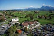 Die Raststätte Luzern-Neuenkirch (Anlage Ost) aus der Vogelperspektive. Links oben das Hotel Holiday Inn Express. (Bild: PD)