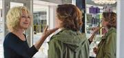 Die Gegenspielerinnen kommen sich näher. Natalie Baye (links) als vermeintliche Täterin und Emmanuelle Devos als Frau, die sich rächen will. Bild: Frenetic Films