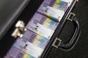 Die neue Schuldenbremse soll ermöglichen, Erspartes wieder ausgeben zu können. (Bild: Keystone/Gabriele Putzu (2016))