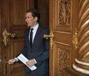 Profitiert von der neuen Machtverteilung im Parlament: der künftige Kanzler Sebastian Kurz. (Bild: Christian Bruna/Keystone (Wien, 3. November 2017))