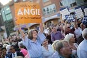 Eine Sympathisantin von Kanzlerin Merkel bei einer Wahlveranstaltung in Berlin. Bild: Markus Schreiber/AP (Berlin, 19. September 2016)