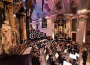 Andreas Felber dirigierte am Karfreitag die vereinten Formationen in der Pfarrkirche Andermatt. (Bild: PD/Peter Fischli)