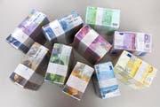 Banknoten einer Schweizer Kantonalbank. (Bild: Martin Ruetschi)