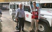 Der Luzerner Arzt Reto Eberhard (rechts) bei seinem Einsatz in Madagaskar zusammen mit Einsatzleiter Youcef Chellouche. (Bild: PD)