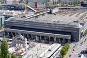 Westlich des Bahnhofs Luzern soll es keine Autohalteplätze geben (rechts vom Gebäude). (Bild: Archiv Neue LZ (Pius Amrein))