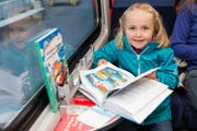 Globi begegnet den Kleinen nicht nur im Bilderbuch. Auch draussen gibt es ihn zu entdecken.