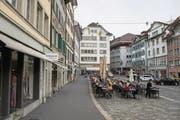 Das Coop-City-Gebäude mit dem beschädigten Fenstersims am Mühlenplatz in Luzern (Bildmitte) . (Bild: Dominik Wunderli (2. November 2017))