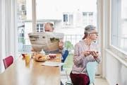 Der Wohnungsmarkt ist nur ungenügend auf die Bedürfnisse von Senioren vorbereitet. (Symbolbild: Christof Schürpf/Keystone)