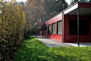 Bei der Schulanlage Hübeli in Emmen ist seit diesem Schuljahr ein Pavillon in Betrieb. Künftig sollen die bestehenden Schulhäuser öfter mit Modulbauten ergänzt werden. (Bild: Nadia Schärli / Neue LZ)