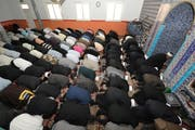 Muslime beim Gebet in einer Moschee in Emmenbrücke. (Bild: Archiv Neue LZ)