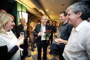 23. Oktober 2011: der frisch gewählte Roland Fischer (Mitte) an der GLP-Wahlfeier im Luzerner Restaurant Rebstock. (Archivbild Pius Amrein)