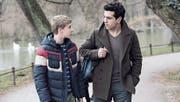 Zwei finden zueinander: Philip Noah Schwarz als David und Elyas M'Barek als Lenny. (Bild: Pathé Films AG)