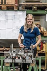 Die 19-jährige Nadine Rogenmoser hat ihre Lehre zur Polymechanikerin abgeschlossen. (Bild: Nadia Schärli (Zug, 21. Juni 2017))