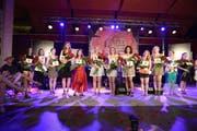 Die 11 Schönen präsentieren sich: Die zukünftige Königin und zehn Mitkonkurrentinnen. (Bild: pd / tilllate.com)