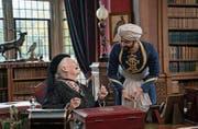 Königlicher Privatlehrer: Judi Dench und Ali Fazal. (Bild: Focus Features)