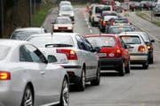 Der Feierabendverkehr staut sich rund um die Stadt. (Bild: Archiv / Neue LZ)