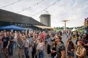 In der Stadelmatt in Hünenberg ging das erste Silo-Festival über die Bühne – ganz und gar handyfrei. (Bild Maria Schmid)